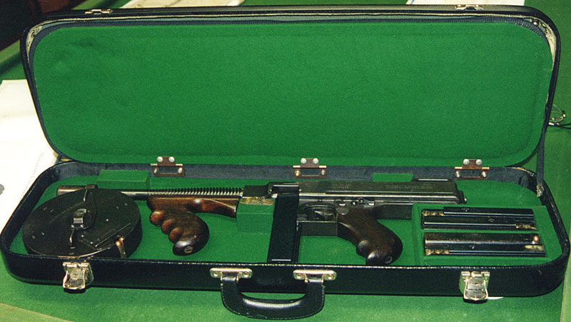 Can a Thompson SMG actually fit into a violin case